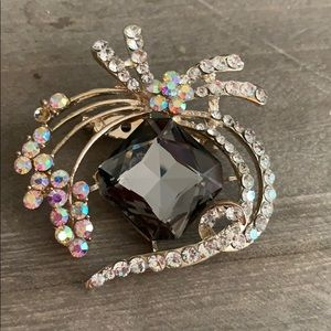 Gorgeous crystal brooch pin 3 x 2""